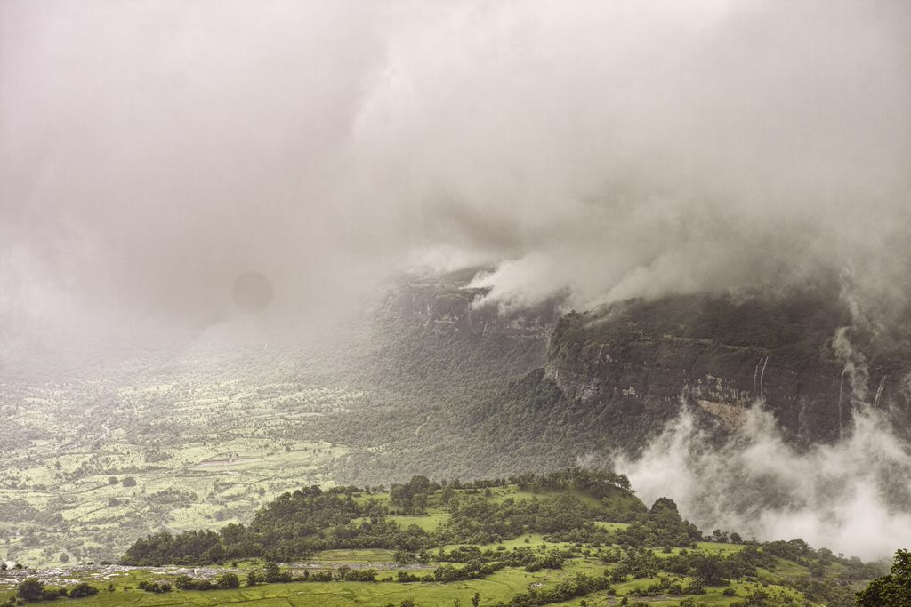 Approaching clouds and a whiteout at Peth fort during the monsoon